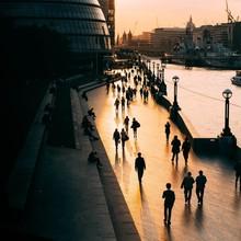 Balade domincale au bord de la Tamise pour finir le week-end en douceur 🌆  📸 @kidcircus  #london #londoncalling #menswear #mensfashion #lesgarconsfaciles #tamise #thames #thamesriver #londonpic #londoncity