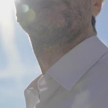La chemise facile est là pour vous amener la douceur donc vous aviez besoin ☁️  🧵 Son jersey 100% coton biologique est suffisamment élastique pour vous apporter un confort optimale pour vos longues journée, et son tricotage serré n'enlève rien à sa douceur légendaire !  ➡️ Précommandez-la vite sur la plateforme Ulule !  #preorder #mensshirt #mensfashion #menswear #whiteshirt #whitecolar