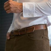 🧵 Plus qu'un jour pour se décider sur les poignets de la chemise facile ! Droit, arrondis ou cassés, quel sera votre choix ?  ➡️ Donnez-nous votre avis en répondant au questionnaire disponible sur notre site internet !   #whiteshirt #whitecolar #menswear #mensfashion #précommande #preorder #mensshirt