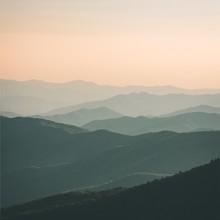 La bande vous souhaite un bon week-end 🌅  📸 @von.co  #menswear #mensfashion #mountains #sunset #sunsetcolors #landscape