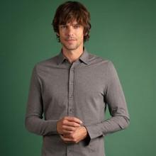 👔 Notre chemise favorite a revêtue les couleurs hivernales pour la collection #FW2020 !   🧵 Tricotée cette saison dans 3 couleurs chinées, la chemise Paul reste l'indispensable de votre vestiaire. En semaine comme pour le week-end, optez pour la chemise aussi confortable qu'un t-shirt !  ➡️ Shoppez la vite sur notre site internet !   📸 @dorrie.mcveigh.photo  #menswear #mensfashion #lesgarconsfaciles #fallwinter2020 #londoncalling #londonvibes #shirt #chemisehomme #mensshirt